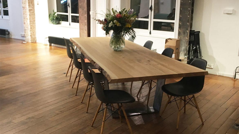 table bois massif pour l'événement Miel par Fairsquare